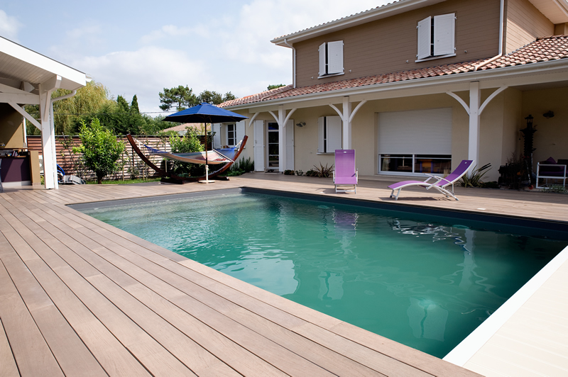Lame terrasse bois piscine diverses id es de conception de patio en bois pour for Amenagement terrasse piscine