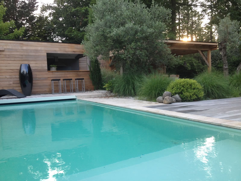R alisations brettes piscine terrasse bois bordeaux for Construction piscine 44